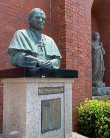 浦上教会の故ヨハネパウロ2世の像