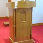 鹿子前教会朗読台